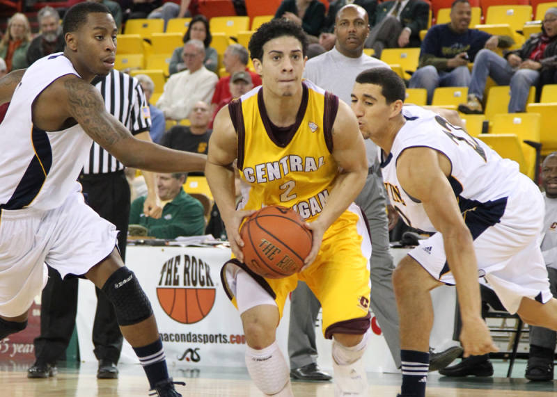 Austin McBroom (center). (Courtesy of CMUChippewas.com