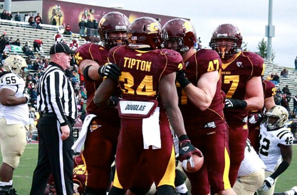Zurlon Tipton (34) celebrates after scoring a touchdown last season against Western Michigan. (Brittni Hengesbach   GCmag)