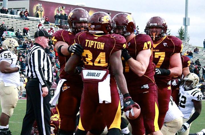 Zurlon Tipton (34) celebrates after scoring a touchdown last season against Western Michigan. (Brittni Hengesbach | GCmag)