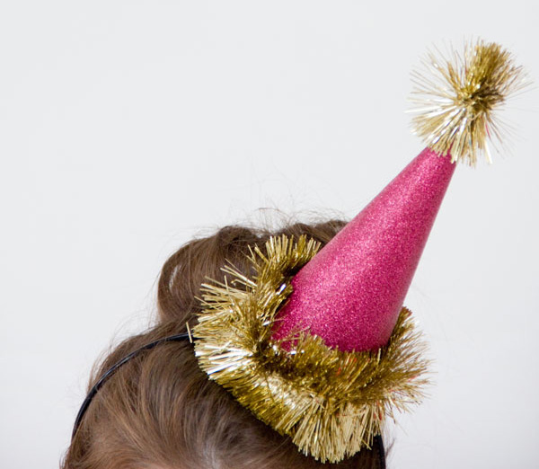 http://www.studiodiy.com/2012/11/27/diy-glitter-holiday-party-hats/