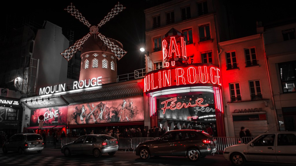 Moulin Rouge, Boulevard de Clichy, Paris, France in February (Photo | Nuno Esperanço)