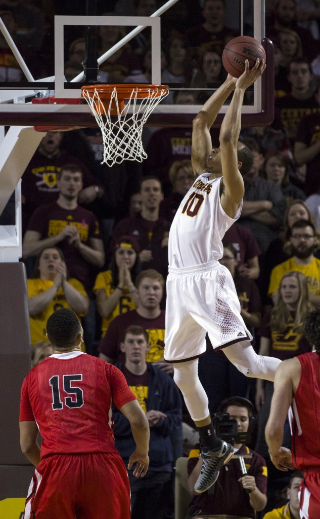 Central Michigan's Austin Stewart, (10), catches an alley oop against Ball State during their game in McGuirk Arena, on the campus of Central Michigan University, Mt. Pleasant, Michigan, Saturday, February 21, 2015. (Photo I Rich Drummond)