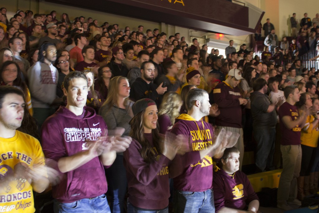 A sold-out crowd awaits the start of the game on Saturday in McGuirk Arena. CMU would go on to beat Western 70-65.  (Photo I Max Barth)
