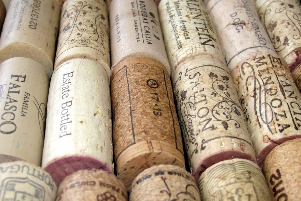 Wine wednesday eight things to do with wine corks for Cool things to do with wine corks