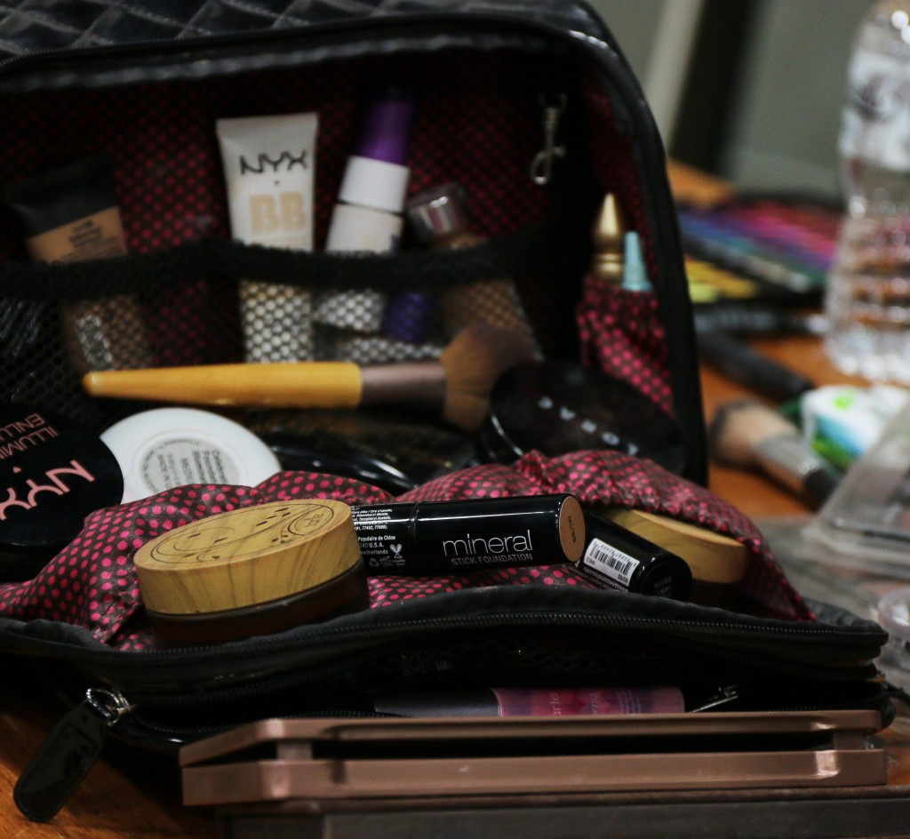 The makeup of bag of one of the makeup artists from Threads 2015. (Photo I Kaiti Chritz)