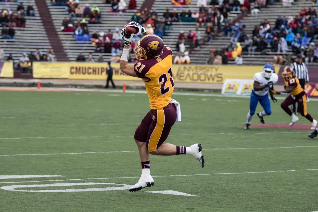 Jessie Kroll hauls in a pass during the football game against the University at Buffalo on the campus of Central Michigan University, Mt. Pleasant, MI, Saturday, October 17, 2015.