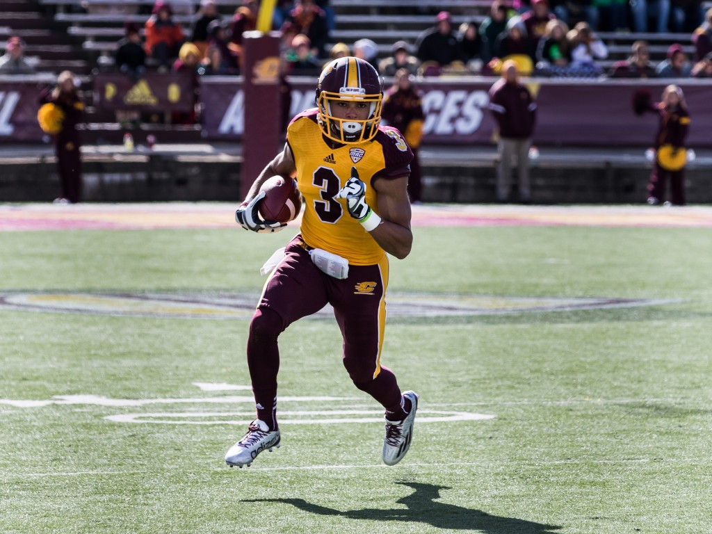 Mark Chapman looks downfield during the football game against the University at Buffalo on the campus of Central Michigan University, Mt. Pleasant, MI, Saturday, October 17, 2015.