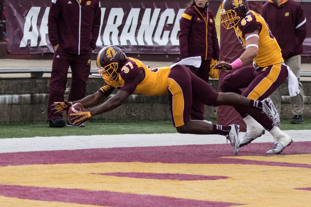 Otis Kearney tries to secure a blocked punt during the football game against the University at Buffalo on the campus of Central Michigan University, Mt. Pleasant, MI, Saturday, October 17, 2015.