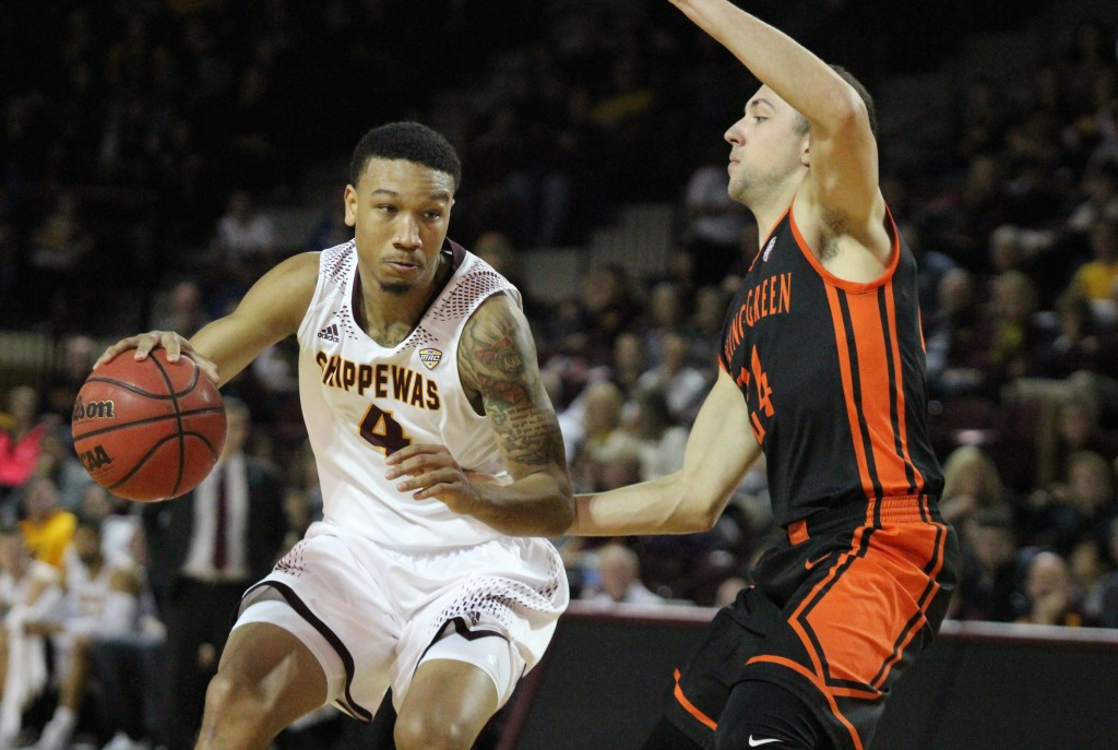 Guard Rayshawn Simmons (4) drives the lane in the first half against Bowling Green at McGuirck Arena on the campus of Central Michigan University on January 30, 2016.