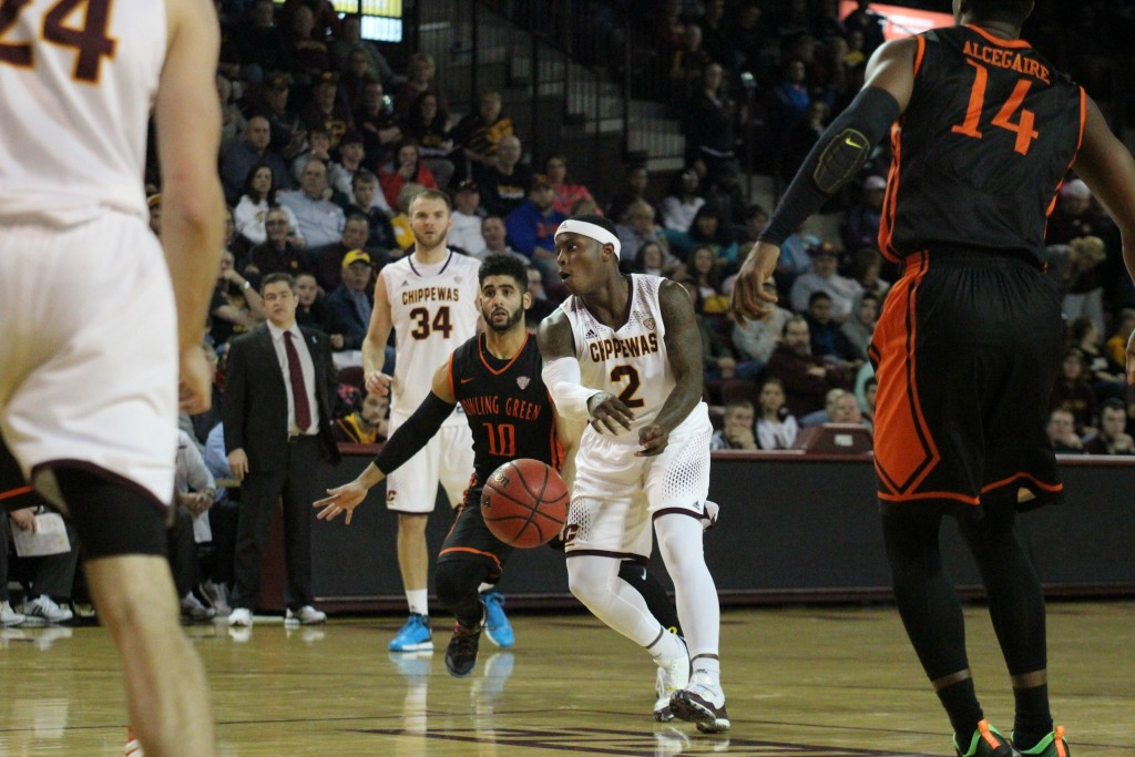 Guard Braylon Rayson (2) sends a no-look pass to Forward Luke Meyer in the second half against Bowling Green at McGurick Arena on the campus of Central Michigan University on January 30, 2016.