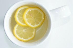 10 Benefits of Lemon Water